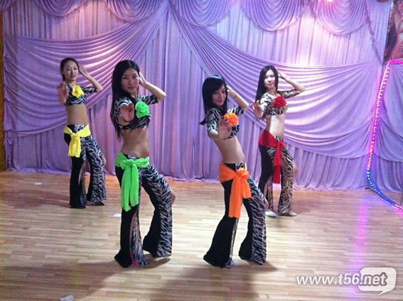 美女老师和一起学舞蹈的美女参加泰州STYLE
