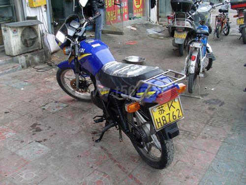 出个铃木王125摩托车,,,1800元