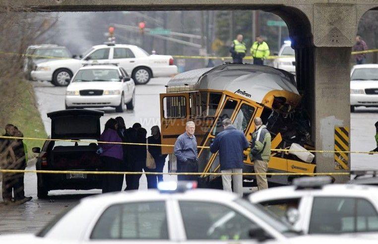 国连续发生两起校车翻车事故 美国校车亦非神话